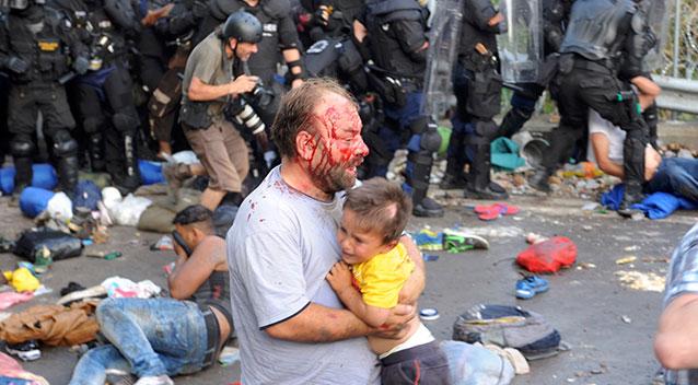 ہنگری کی سرحد شامی مہاجرین پر بند، مظاہرین پر تشدد