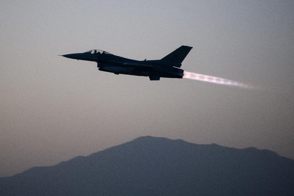 افغانستان، امریکی ایف-16 طالبان حملے کی زد میں آ گیا