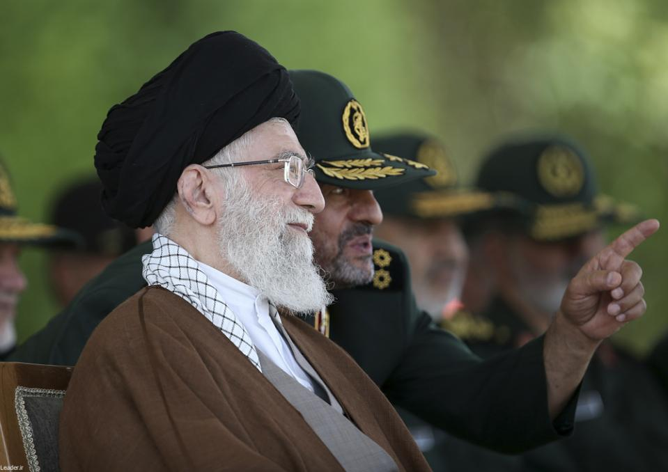 امریکا فحاشی و عریانی کے ذریعے ایرانی معاشرے میں اثرونفوذ چاہتا ہے: خامنہ ای
