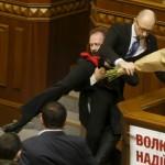 یوکرین کی پارلیمان میدان جنگ بن گئی