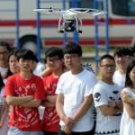 فون اور ڈرون – چین کے نوجوان دنیا پر چھاتے ہوئے
