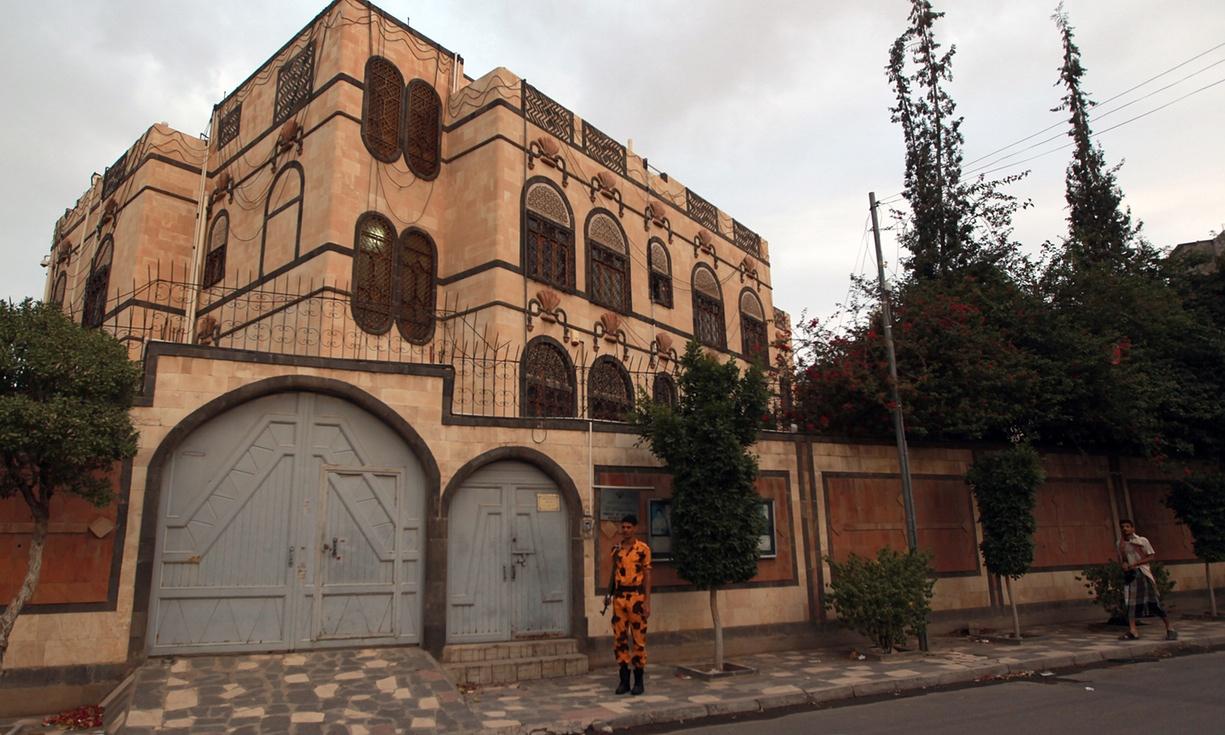 سعودی عرب نے یمن میں ایرانی سفارت خانے کو نشانہ بنایا، ایران کا الزام