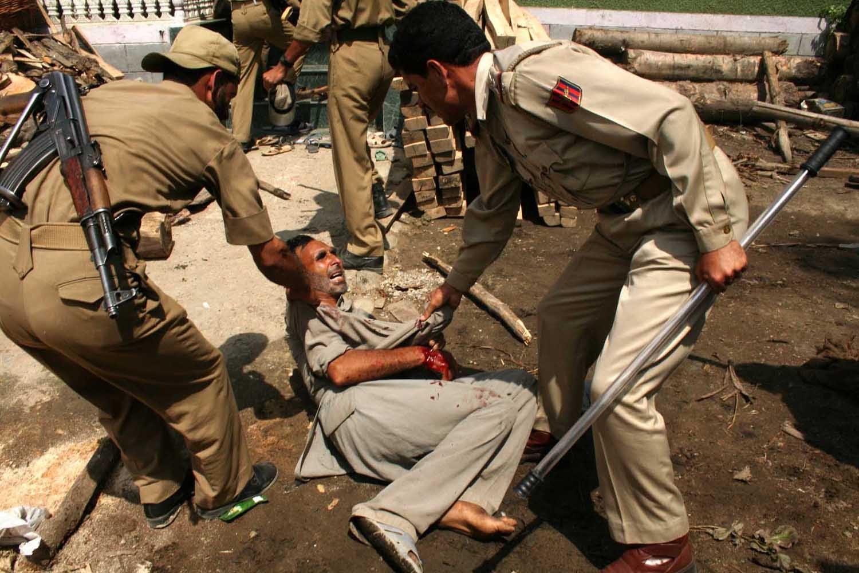 بھارتی فوج''تشدد'' کو کشمیری قیدیوں کے خلاف بطور ہتھیار استعمال کررہی ہے !!!
