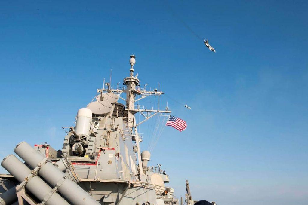 روسی طیاروں کی امریکی بحری جہاز کے قریب جارحانہ پروازیں