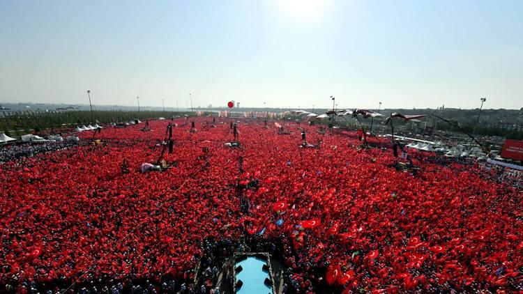 جمہور کی طاقت کا عظیم مظاہرہ، استنبول میں 10 لاکھ افراد کا سمندر