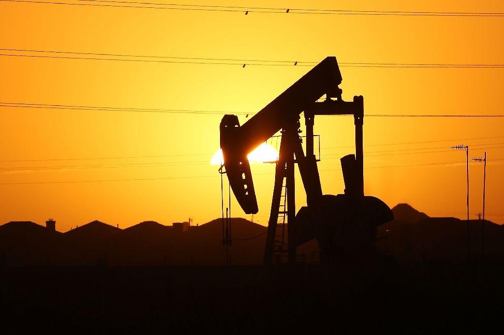تیل کی قیمتیں مستحکم کرنے کے لیے سعودی عرب اور روس متحد