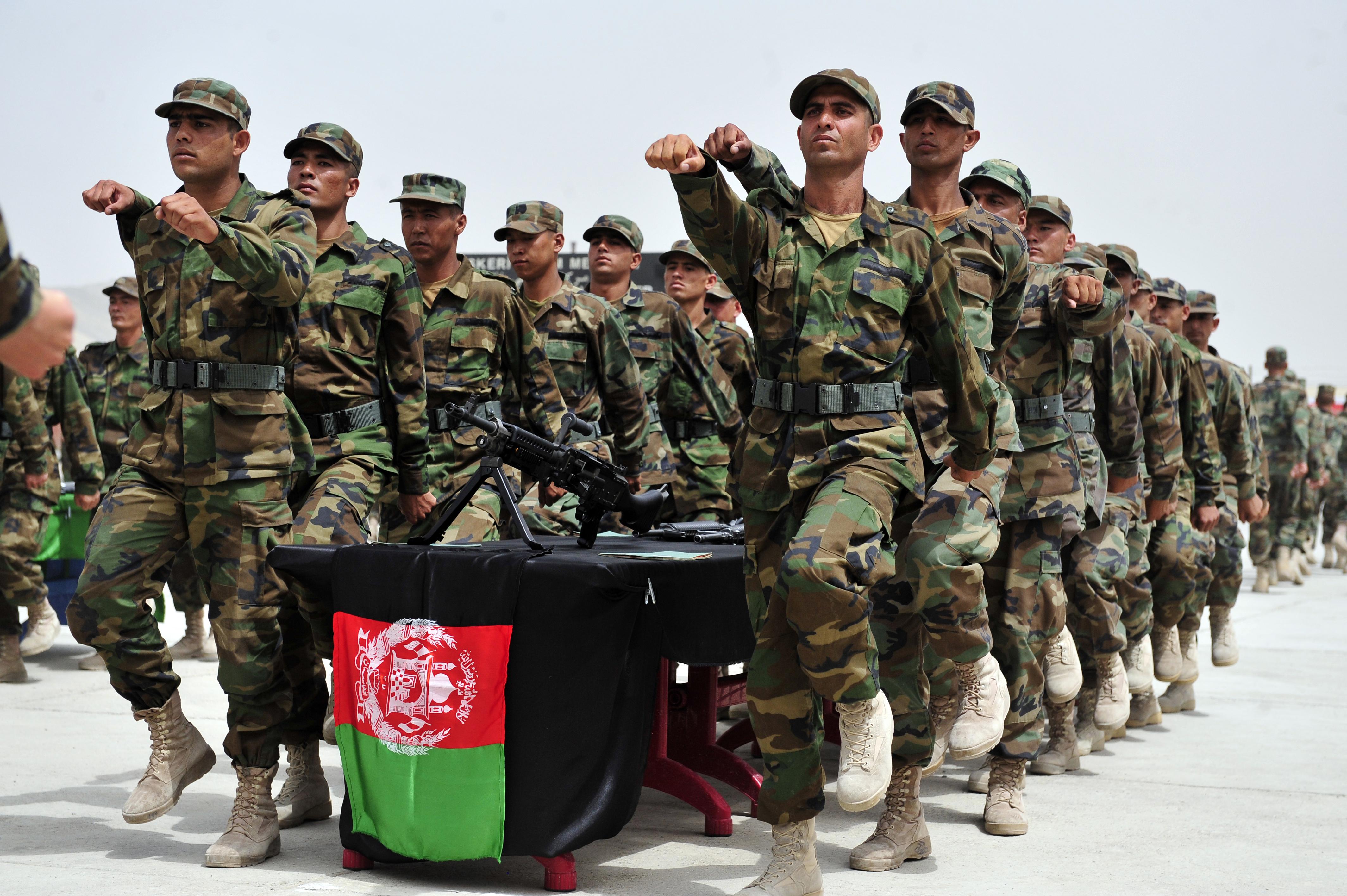 مالی بحران ,افغان آرمی طالبان کے ہاتھوں ''از خود گرفتار ''ہونے لگی