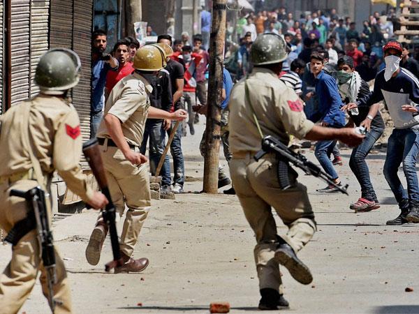 بھارتی فوج کی دیدہ دلیری فوجی پوسٹ کے بعد مسافر بس،ایمبولینس پر گولہ باری