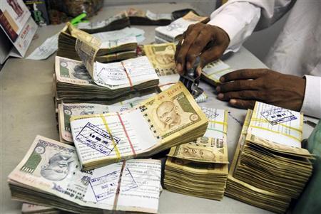 بھارتی وزیر اعظم کی اپنے پیر پر کلہاڑی.. 500 اور1000 کے نوٹوں پر اچانک پابندی سے شہری بِلبلا اٹھے