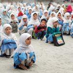 نوجوانوں کی بڑھتی ہوئی تعداد کو تعلیم کی فراہمی حکومت کے لیے چیلنج