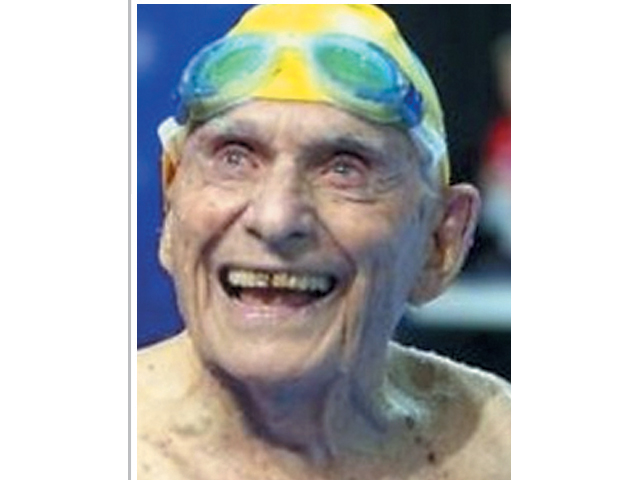 99سالہ تیراک نے عالمی ریکارڈ توڑ دیا