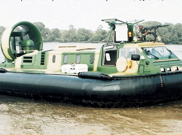 پاکستان نیوی کے زیر استعمال زمین اور پانی پر چلنے والی کشتی