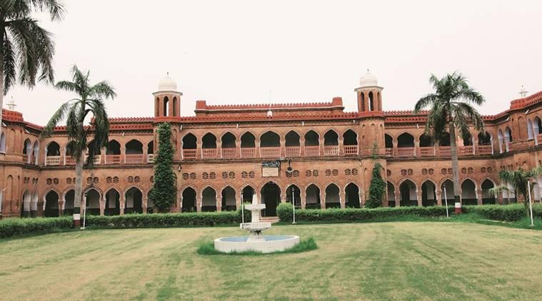 علی گڑھ مسلم یونیورسٹی ،بھارت کے نقشے سے جموں وکشمیر کو خارج کردیا