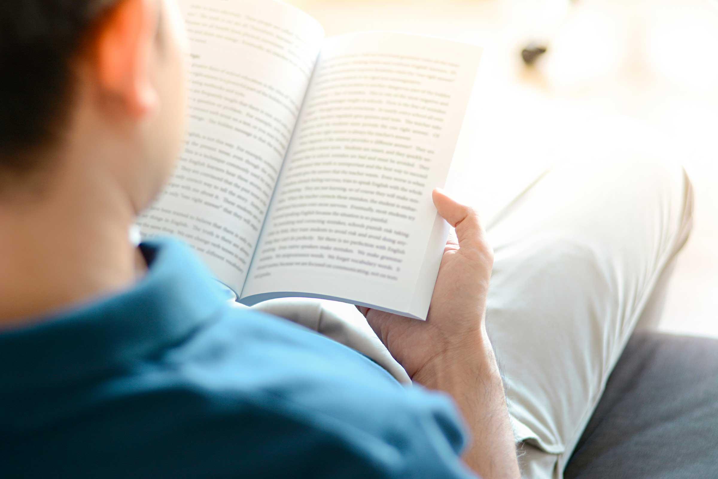 مطالعے کی عادت ڈپریشن کو کم کرنے میں مددگار ثابت ہوسکتی ہے، ماہرین
