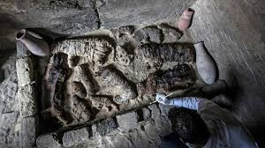 مصرمیں مقبرے سے چار ہزار سالہ قدیم حنوط شدہ بلیاں اور بھونرے برآمد