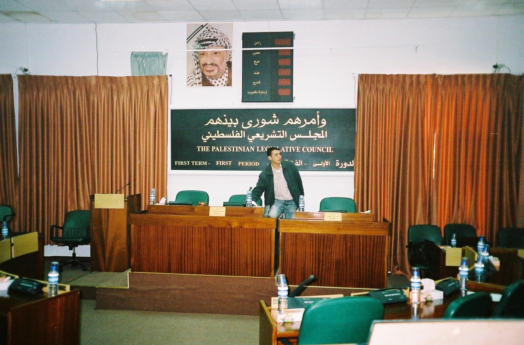 فلسطینی پارلیمنٹ تحلیل چھ ماہ میں پارلیمانی انتخابات کرانے کا اعلان