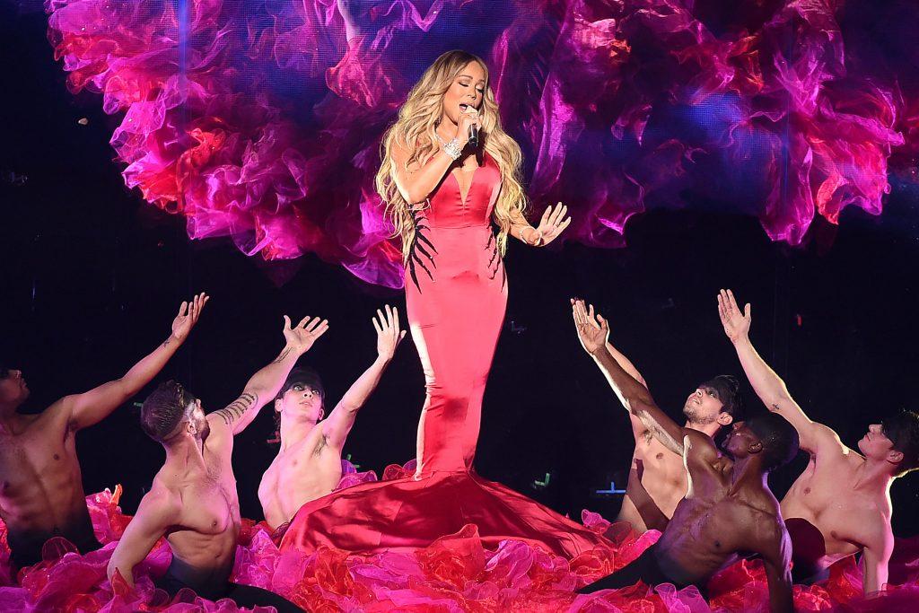 معروف امریکی پاپ گلوکارہ ماریہ کیری کا عالمی دباؤ کے باوجود سعودی عرب میں کامیاب میوزیکل شو