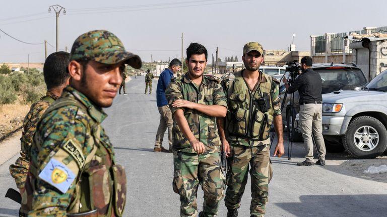 کرد فورسز کا سرحدی علاقے میں مجوزہ محفوظ زون خالی کرنے کا اعلان
