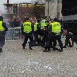ناروے میں اسلام مخالف ریلی ، توہین قرآن کی جسارت کرنے والے ملعون پر حملہ