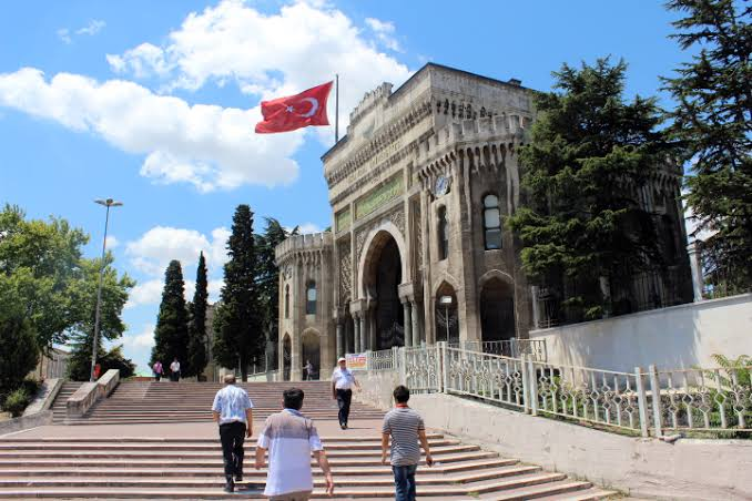 ترک صدرکا انتقامی فیصلہ،احمد داود اوگلو کی استنبول یونیورسٹی بند کر دی