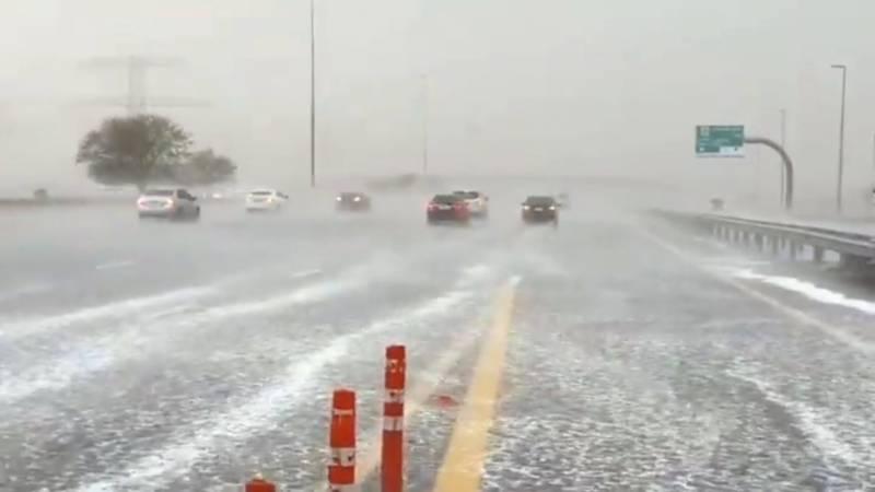 متحدہ عرب امارات میں طوفانی بارش، دبئی شاپنگ مال زیر آب