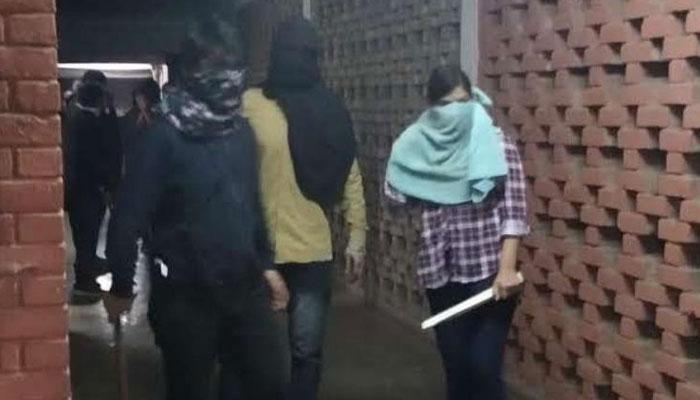 انتہا پسندآر ایس ایس کے غنڈوں کا نہرو یونیورسٹی پر حملہ