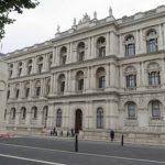 برطانیانے ایران اور عراق میں اپنے سفارتخانوں میں عملہ محدودکر دیا