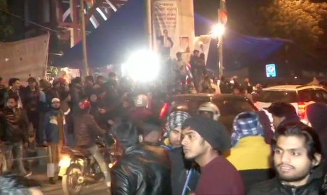 بھارت ،متنازع شہریت کے خلاف چار روز میں مظاہرین پر فائرنگ کا تیسرا واقعہ