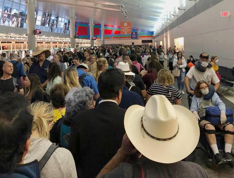 کرونا وائرس کے باعث امریکی ہوائی اڈوں پر لوگوں کا سمندر