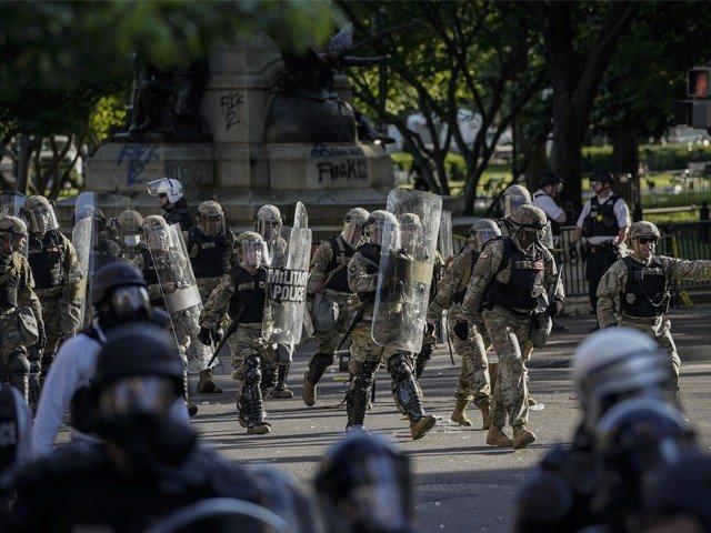 ٹرمپ کی مظاہرین کیخلاف فوجی طاقت کے استعمال کی دھمکی