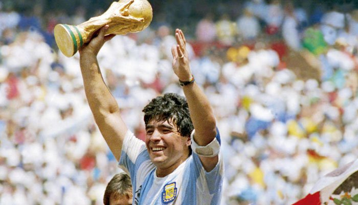 ارجنٹینا کے لیجنڈ فٹبالر میراڈونا سپردخاک، قریبی افراد کا خراج عقیدت