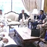 وزیراعظم عمران خان سے اتحادی جماعتوں کے اراکین کی ملاقات، مبارکباد بھی دی