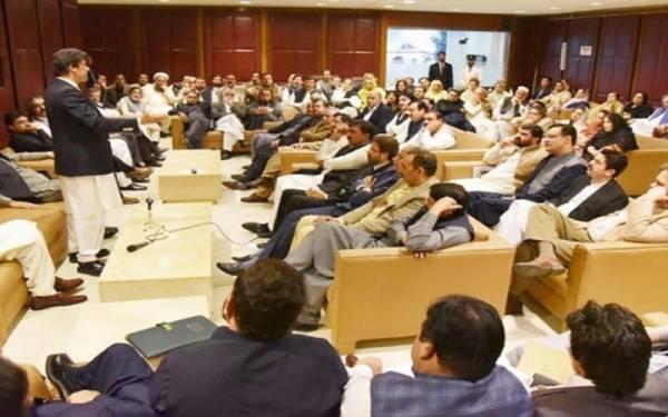 پارلیمانی پارٹی اجلاس ،180اراکین کی کھڑے ہوکر وزیراعظم کو حمایت کی یقین دہانی
