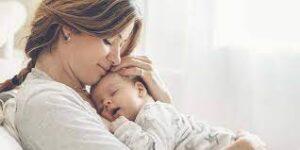 ماں کے دودھ سے کووڈ 19 کی اینٹی باڈیز بچوں میں منتقل ہوتی ہیں، تحقیق