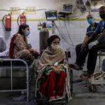 بھارت میں عالمی وبا سے نظام صحت متاثر، متعدد ہسپتالوں میں آکسیجن ختم