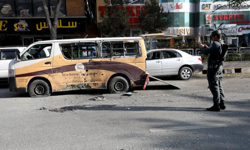 افغانستان میں بم دھماکے میں مسافر بس تباہ، 11 افراد ہلاک، متعدد زخمی