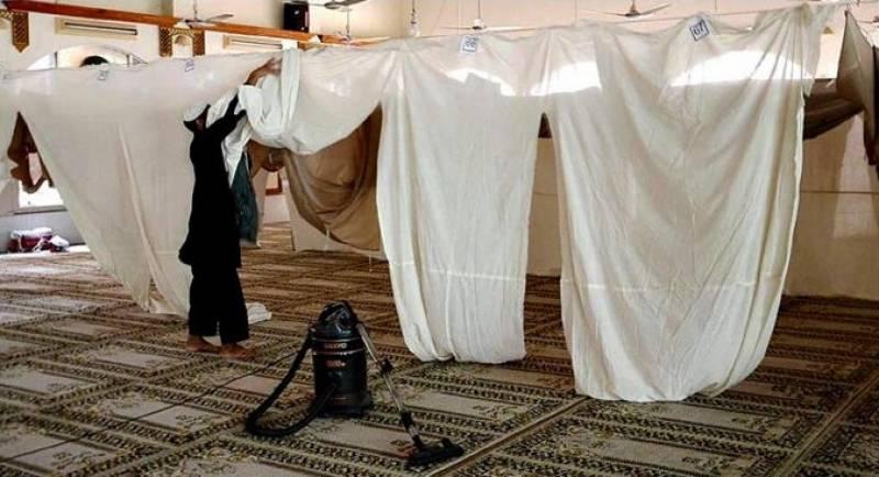 مساجد میں رضائے الٰہی کے طالب آج اعتکاف میں بیٹھیں گے