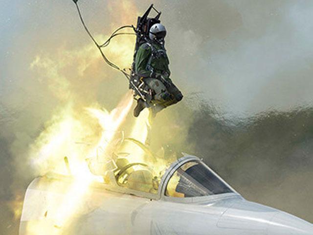 ایرانی فوج کے لڑاکے طیارے کی انخلا سیٹس کھلنے سے 2 پائلٹس ہلاک