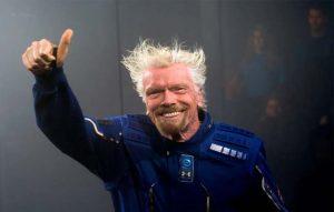 ارب پتی رچرڈ برنسن کامیاب خلائی سفر کے بعد زمین پر واپس پہنچ گئے