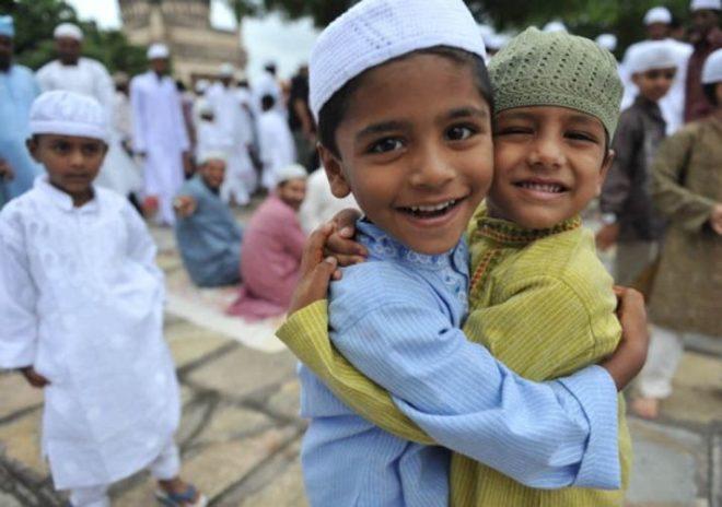 مسلمان عیدالاضحی روایتی جوش سے منارہے ہیں