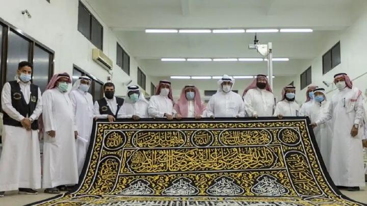 سعودی عرب کی کسوہ فیکٹری نے نیا غلاف کعبہ تیار کرلیا