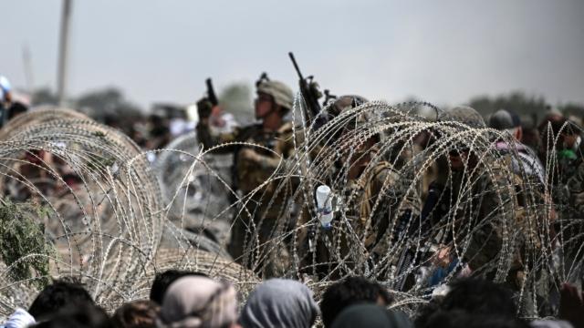 امریکی افواج نے انخلاء سے قبل کابل ایئرپورٹ پر فوجی ساز و سامان ناکارہ بنادیا