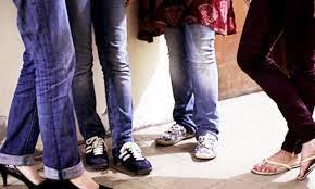 وفاقی سرکاری تعلیمی اداروں میں اساتذہ  کیلئے ڈریس کوڈ لاگو، جینز پہننے پر پابندی