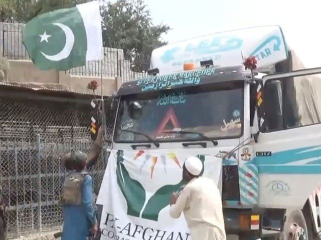 پاکستانی پرچم اتارنے میں ملوث عناصر کو سخت سزا دی جائے گی، ترجمان طالبان
