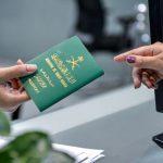 سعودی عرب میں پاسپورٹ سے منسلک شہریوں کے ڈیٹا کے لیے الیکٹرانک چپ متعارف کرانے کااعلان